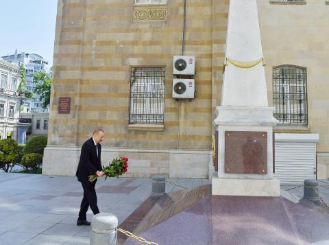 President Ilham Aliyev visited monument to Azerbaijan Democratic Republic