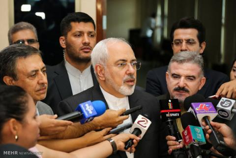 Zarif discusses bilateral issues with Azeri counterpart