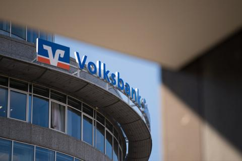 Some German banks back Iran despite US threats