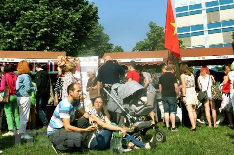 Vietnamese food attracts Czech people in festival