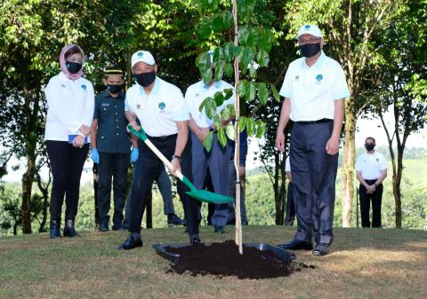 PM Muhyiddin Launches 100 Million Tree-Planting Campaign