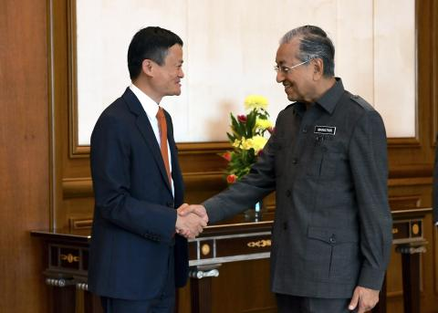 Alibaba Founder Jack Ma Hails Malaysia's PM Mahathir For Knowledge On Technology