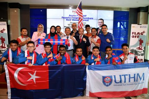 Varsity Team's Malaysia Day Mission to Fly Flag on Everest Base Camp