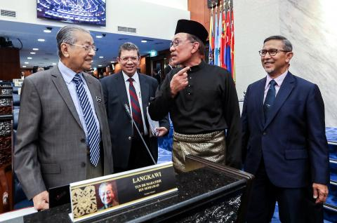 Anwar's Return to Malaysian Parliament Gets Positive Reaction from Cabinet Members