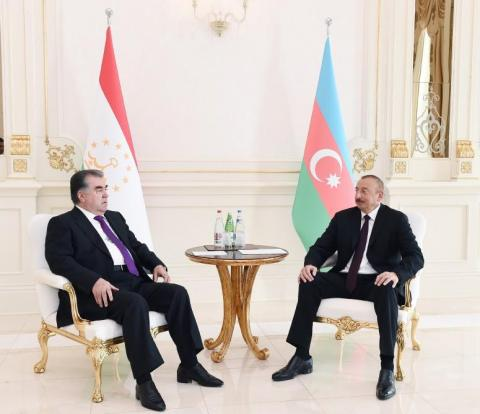 Presidents of Azerbaijan, Tajikistan hold one-on-one meeting