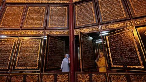 World's largest wooden Qur'an amazes visitors