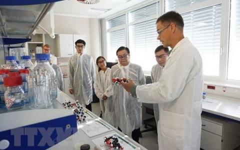 Vietnam keen on cooperating with Austrian university in life science research