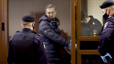 Russia: Navalny being transferred to hospital