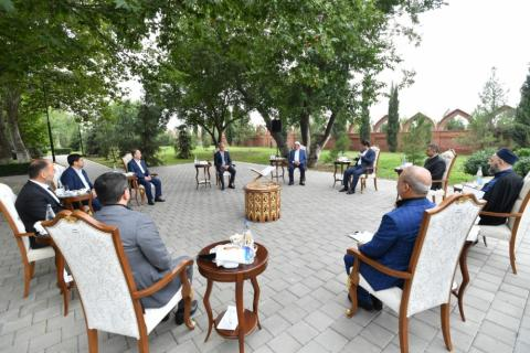 Assistant to Azerbaijani President meets with religious figures in Ganja