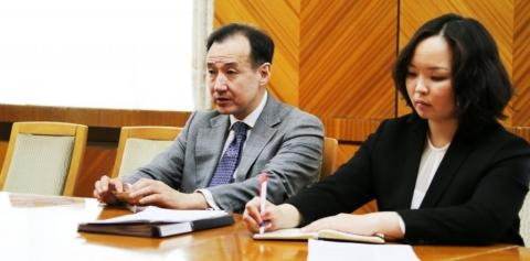 FOREIGN MINISTER EXCHANGES VIEWS WITH HUNGARIAN PROFESSOR ATTILA JENEI