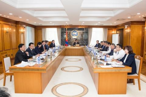 CABINET DISCUSSES SOLUTIONS ON CITIZENS' PETITIONS AND COMPLAINTS