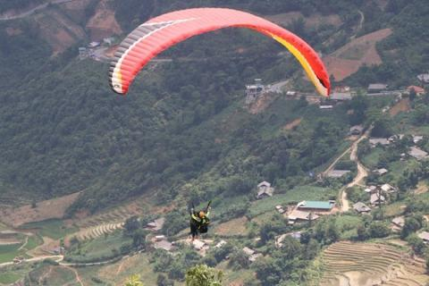 Paragliding festival to return to Vietnam's northern mountainous province next month