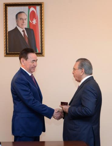 Head of Presidential Administration Ramiz Mehdiyev meets with Kazakh delegation