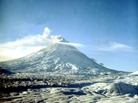 Kamchatka's biggest volcano belches out column of ash 6 km tall