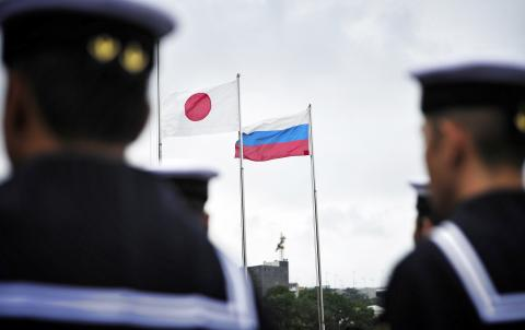 Moscow, Tokyo to discuss visa-free travel for Japanese ex-residents of Kurils on April 11