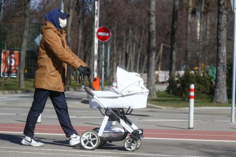 Russians considers it right to allow walks and sports starting May 12 - poll