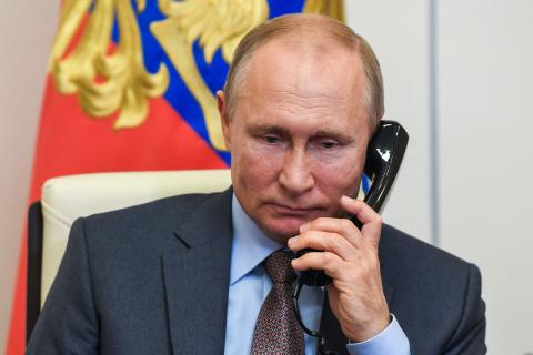 Presidents of Russia and Azerbaijan discuss regional issues in phone call