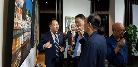 Paintings depict Singapore, Vietnam after 45 years of ties