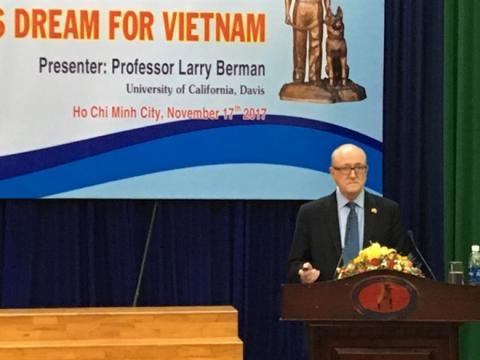 US author lectures on Vietnamese legendary spy Pham Xuan An