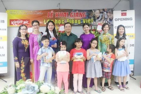 Seminar seeks better Vietnamese language teaching abroad