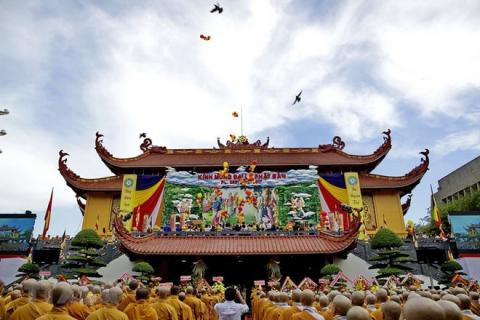 Party official visits Buddhist monk on Lord Buddha's birthday